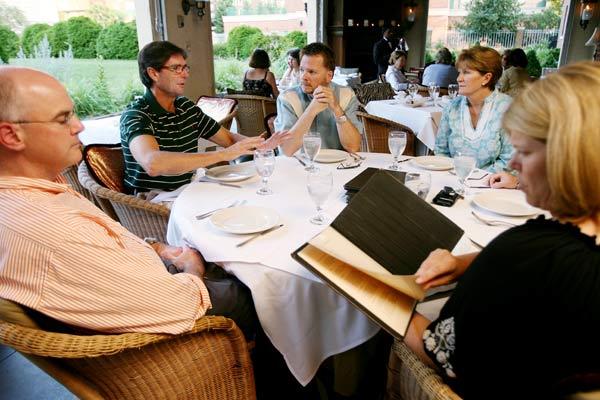 Photo Ambador Dining Room 01